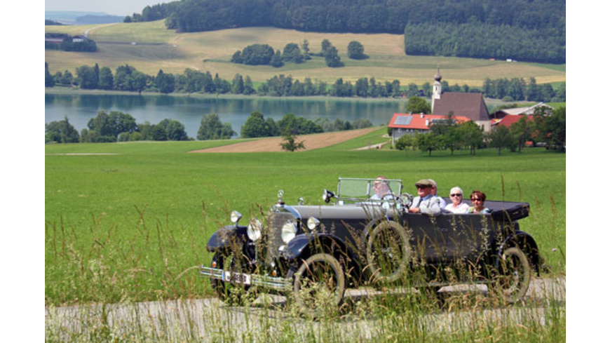 Oldtimer-Ausfahrt mit Chauffeur am Mattsee für 2