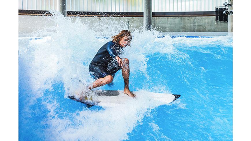 Exklusiv: Indoor Surfen für bis zu 12 Personen (Di. - So.) - Arena München
