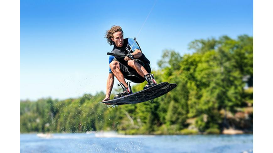Wakeboarding am Boot oder am Jetski