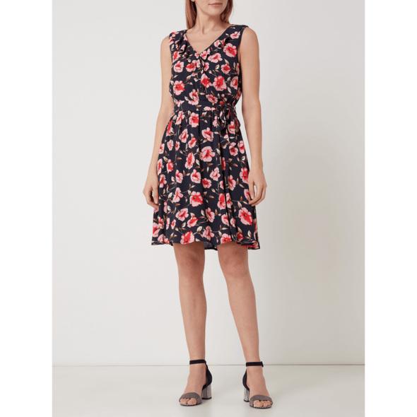 Kleid mit floralem Muster und Taillengürtel