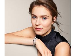 Armband verziert mit Glasperlen und Glaskristallen